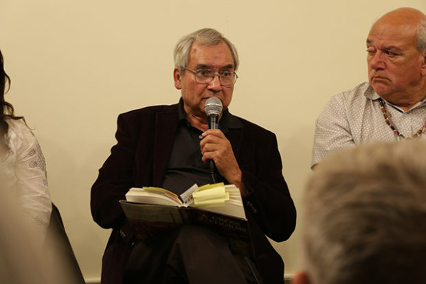 2.	Elias Castillo reading an excerpt from his book A Cross of Thrones. Photo by Serginho Roosblad