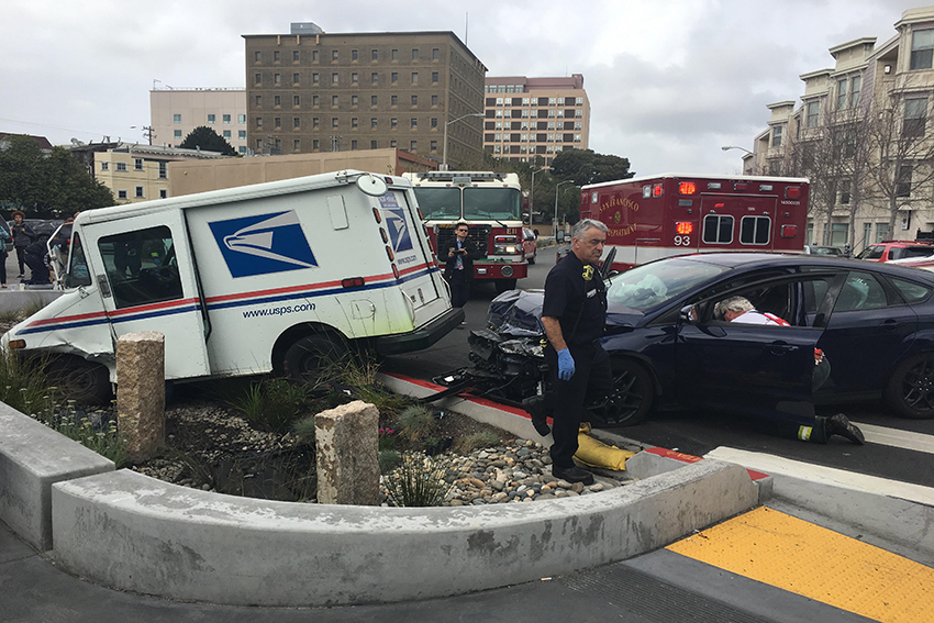 SF Driver tries to flee after colliding with a U.S. Postal service truck