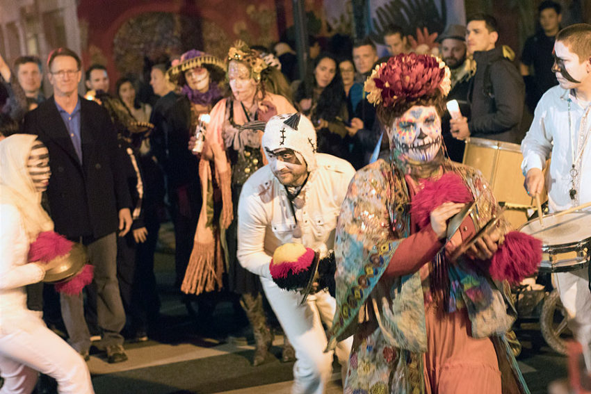 Crowds turn out for Día de los Muertos procession