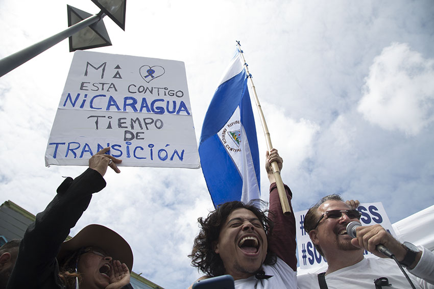 PHOTOS: Hundreds rally to end violent clashes in Nicaragua