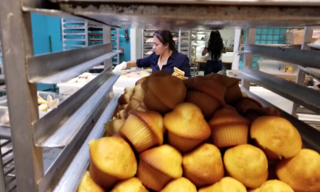 All bread half-off: La Victoria bakery's final hours (video)