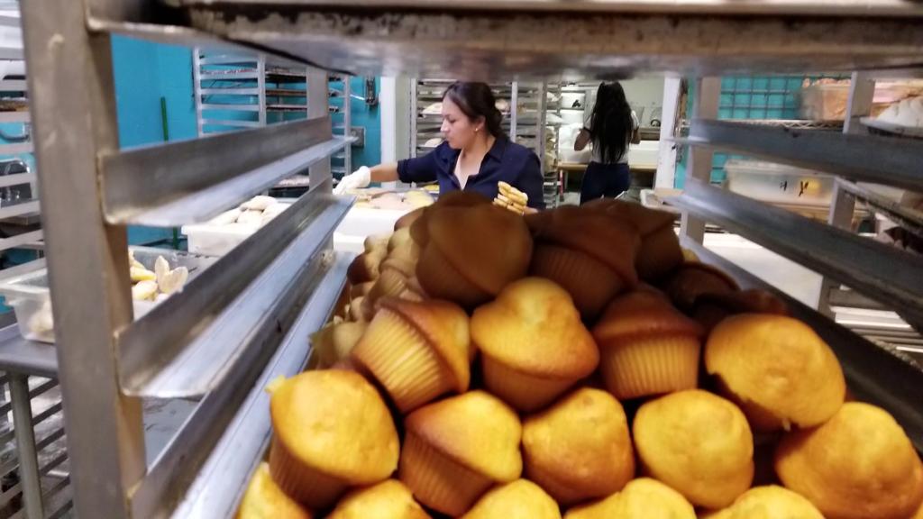 All bread half-off: La Victoria bakery's final hours (video)