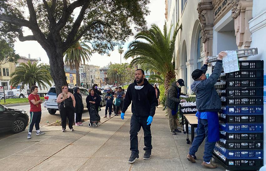 COVID-19: SFUSD Comienza a repartir comidas gratuitas; es posible que brinden asistencia con el alquiler; las tiendas pronto se reabastecerán