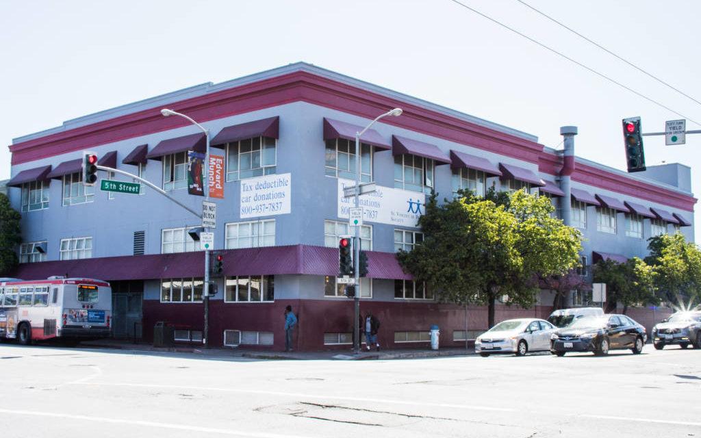 Dos personas dan positivo para COVID-19 en el albergue más grande de SF