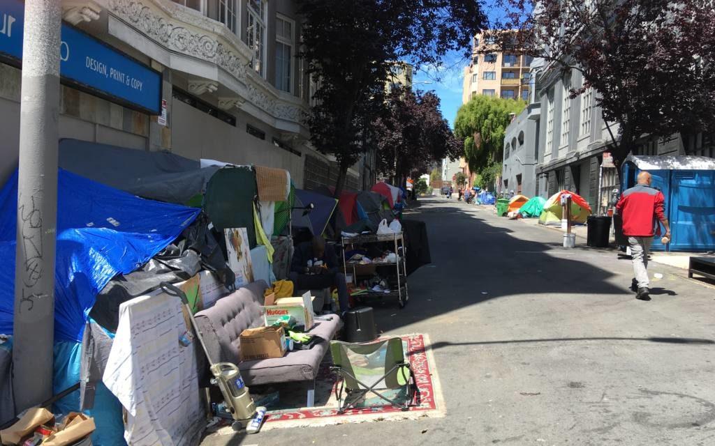 Propietarios de edificios promueven acciones legales para presionar al gobierno de la ciudad a que retire campamentos en Tenderloin
