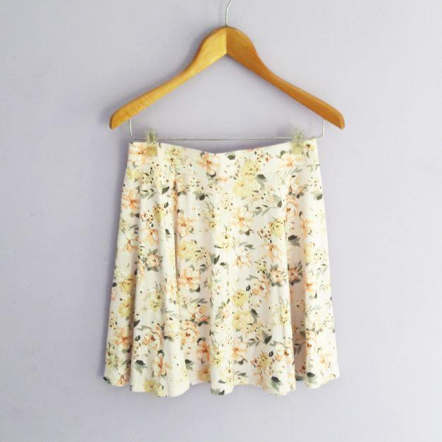 falda  palo rosa con estampado de flores