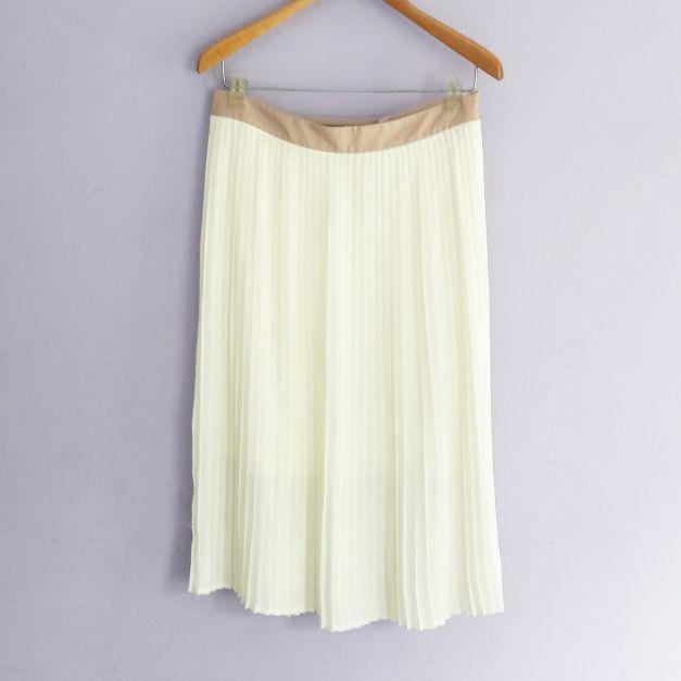 Falda blanca plisada