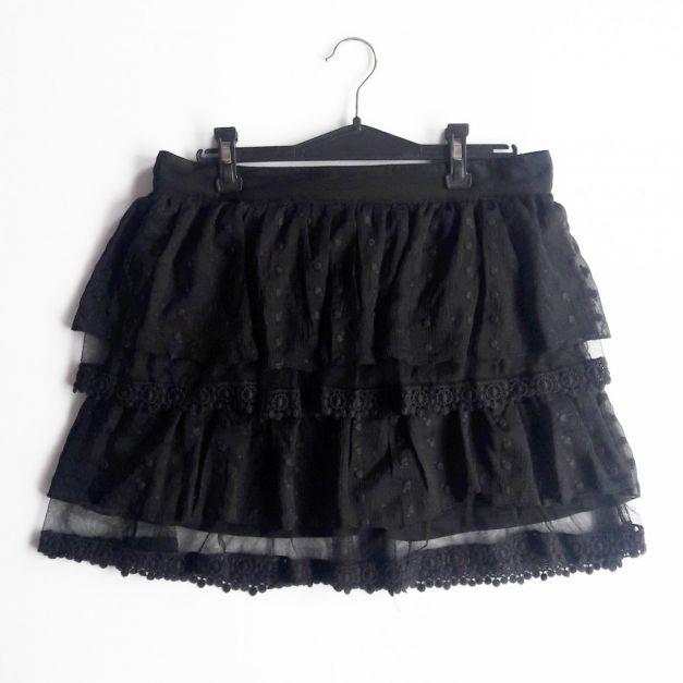 Falda negra de encajes y vuelos   (#33THRIFTSHOP)