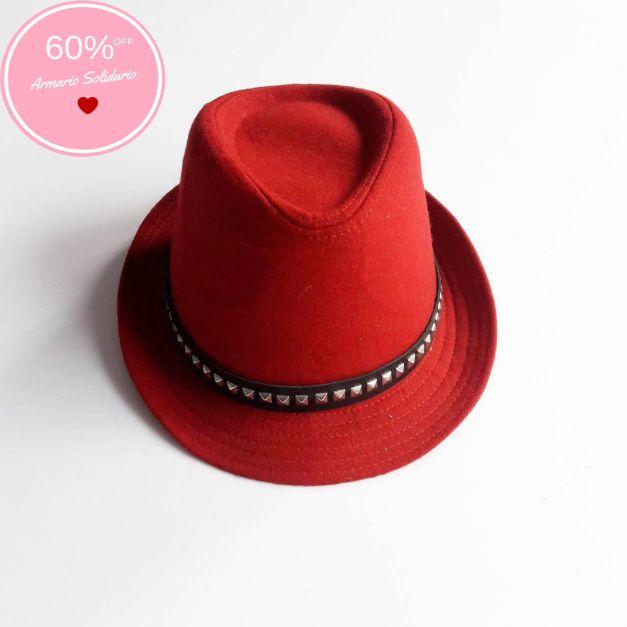 Sombrero rojo con cinta negra y aplicaciones  (#33THRIFTSHOP)