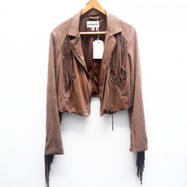 Casaca de flecos color marrón