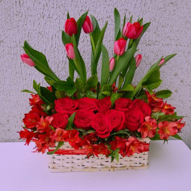 Tulipan y rosas