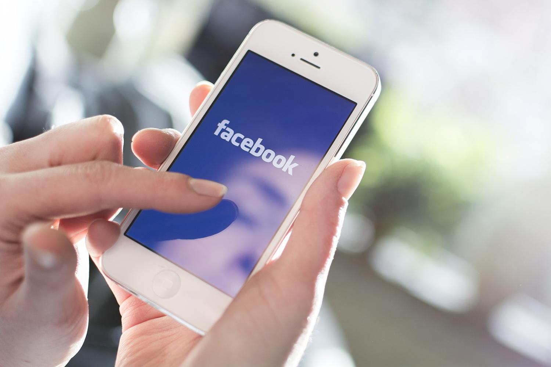 acessando o facebook pelo celular