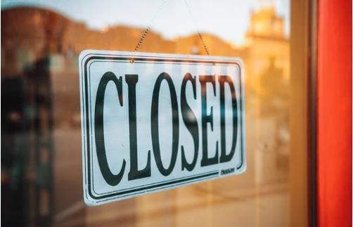 Como excluir empresa do Google Meu Negócio: imagem de uma vitrine com a placa escrito: closed
