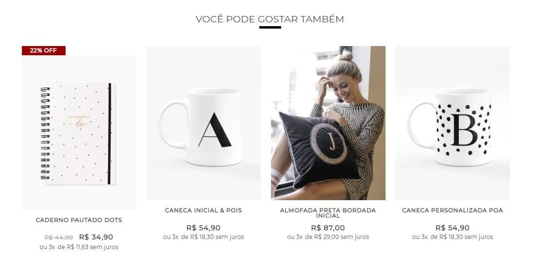 Cross Selling: imagem de vários produtos (agenda, caneca e almofada) sendo ofertados para o usuário, no site da marca Vipapier