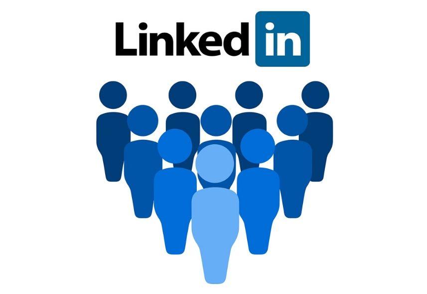 Linkedin Learning: imagem da logo do linkedin e de mais pessoas desenhadas em azul abaixo do logo