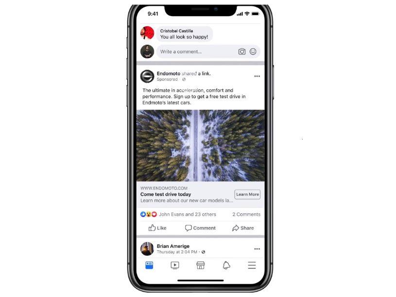 Facebook Lead Ads: imagem de um celular com um anúncio de leads na tela