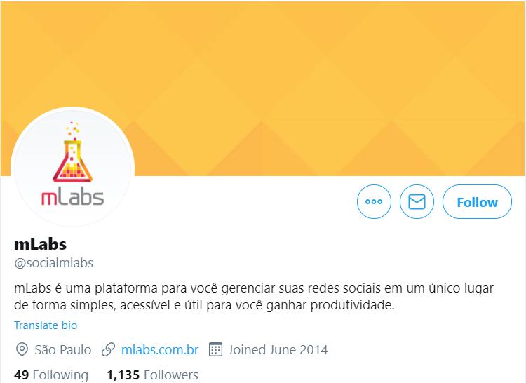 """Como usar Twitter 1: a imagem mostra a parte superior do perfil da mLabs no Twitter. Nela podemos ver informações como a """"bio"""" que fala: """"mLabs é uma plataforma para você gerenciar suas redes sociais em um único lugar de forma simples, acessível e útil para você ganhar produtividade"""". Com o link para o site da empresa."""