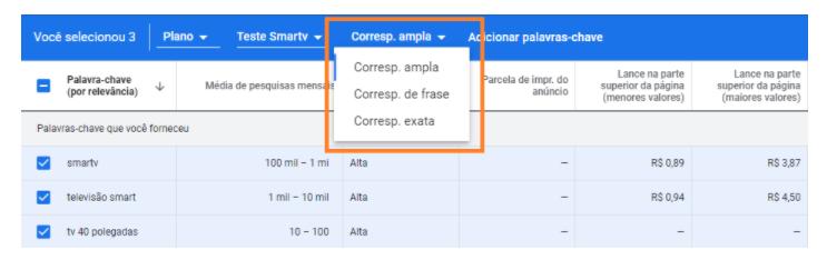 Rede de Pesquisa do Google Adwords: A plataforma oferece diferentes opções para você decretar as palavras-chaves que vão compor o seu anúncio de rede de pesquisa. São três opções que estão marcadas na imagem por um quadrado retangular e explicadas no conteúdo.