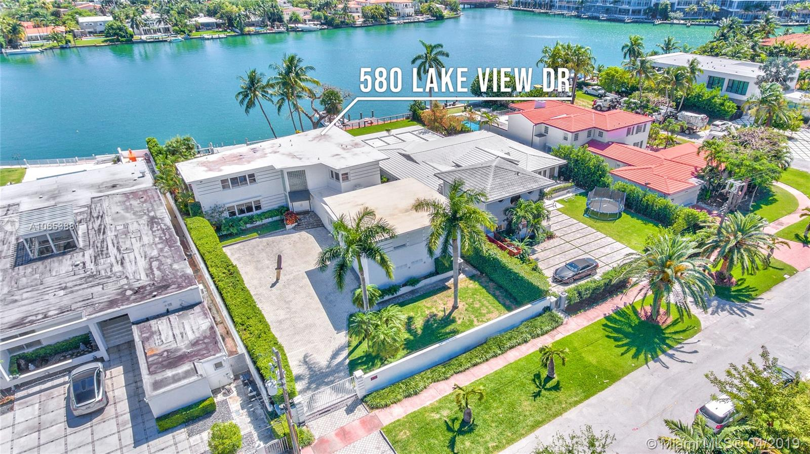580 Lakeview Dr