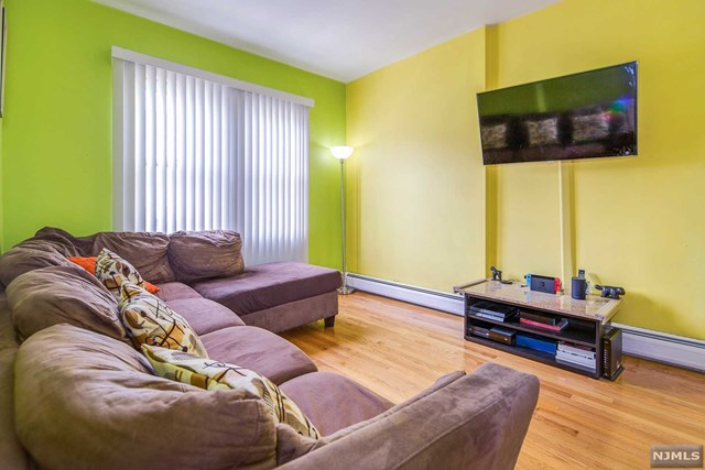 758 2nd Street, Secaucus, NJ 07094