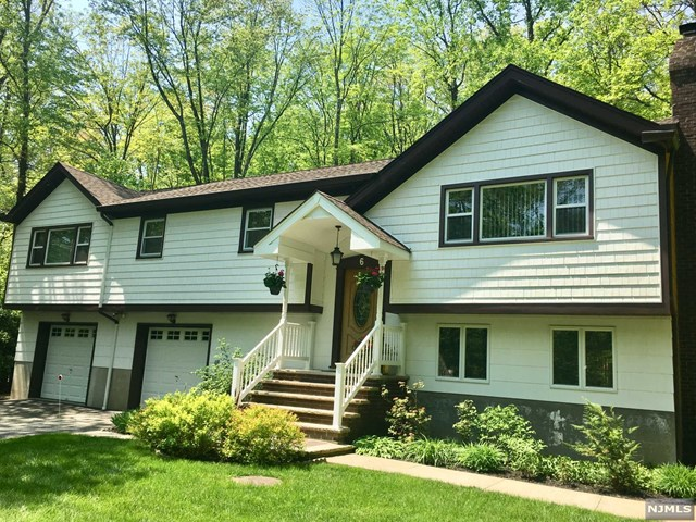 6 Glade Road, Bloomingdale, NJ 07403