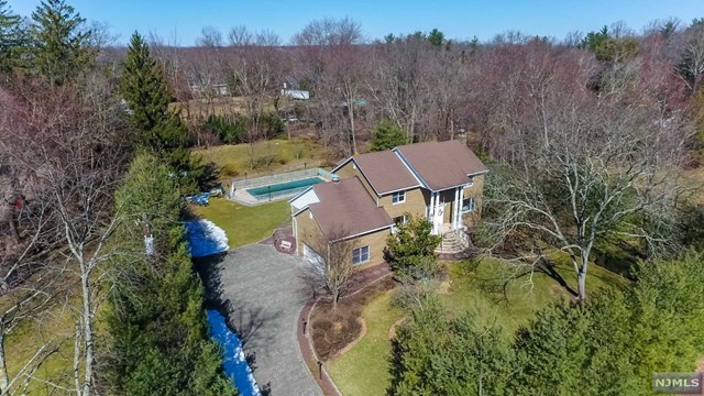 19 Rockleigh Road, Rockleigh, NJ 07647