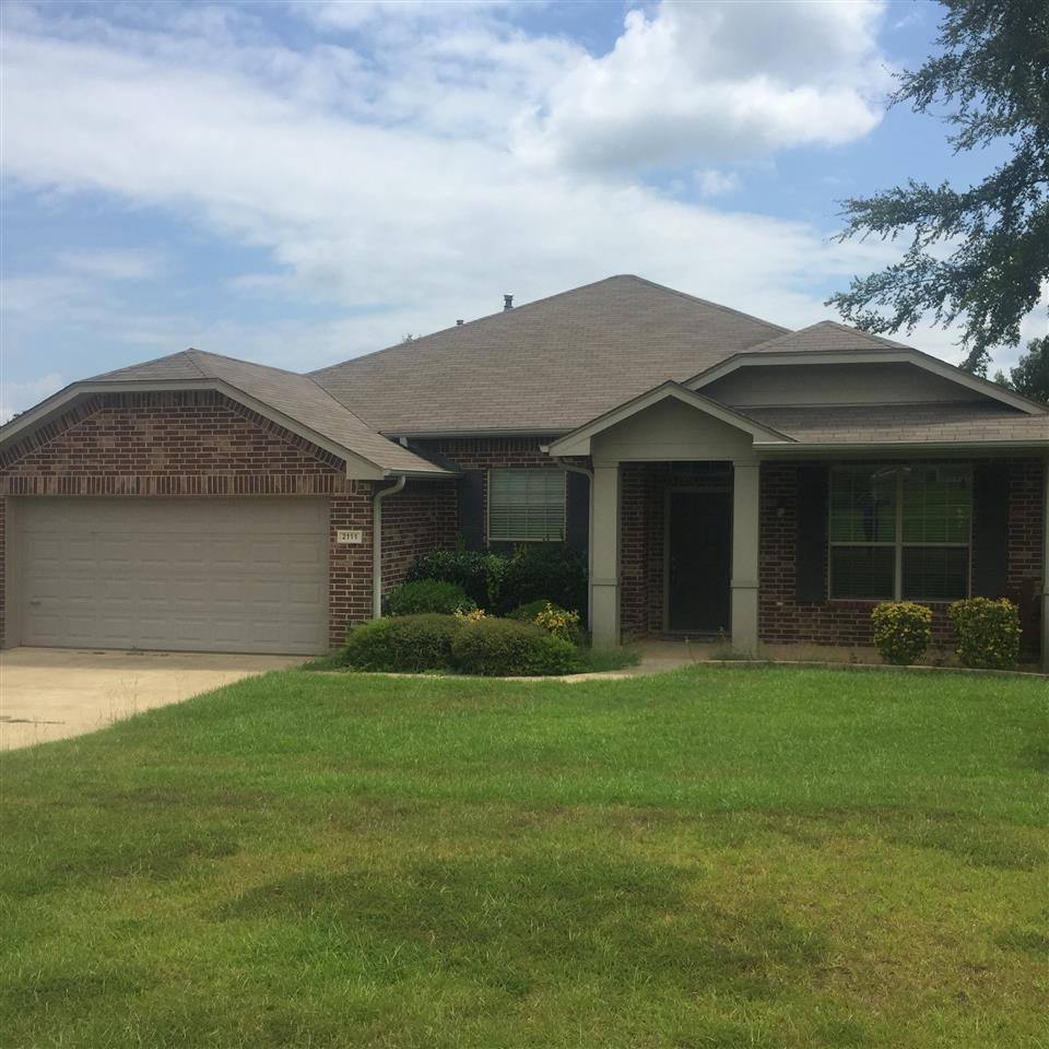 Move-In Ready and Perfect location to town!!! Beautiful view off your back porch while you sip your morning coffee, split master with walk in closet, large guest bedrooms with a nice bonus/game room area in between them, granite counters in kitchen, and priced below assessed value! Call today!