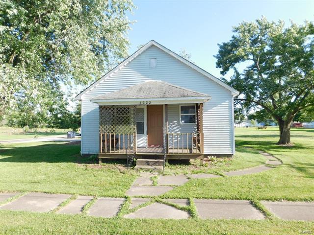3222 KC Drive, Hillsboro, IL 62049