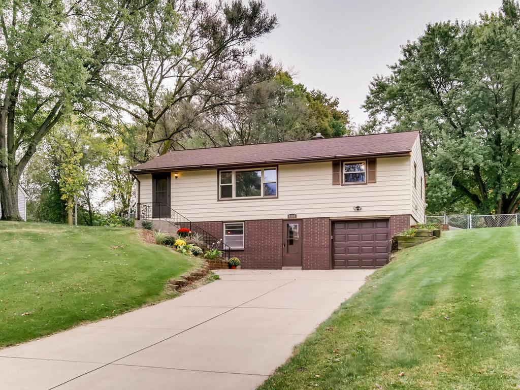 1716 County Road C E, Maplewood, MN 55109