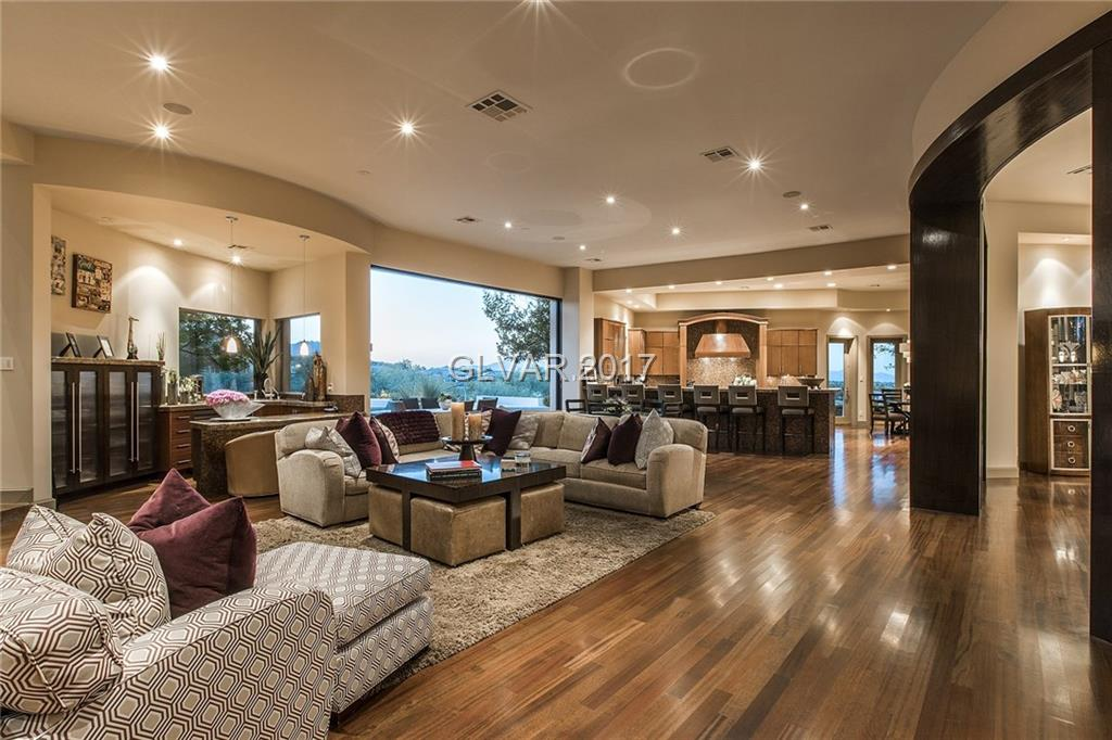 32 PAINTED FEATHER Way, Las Vegas, NV 89135