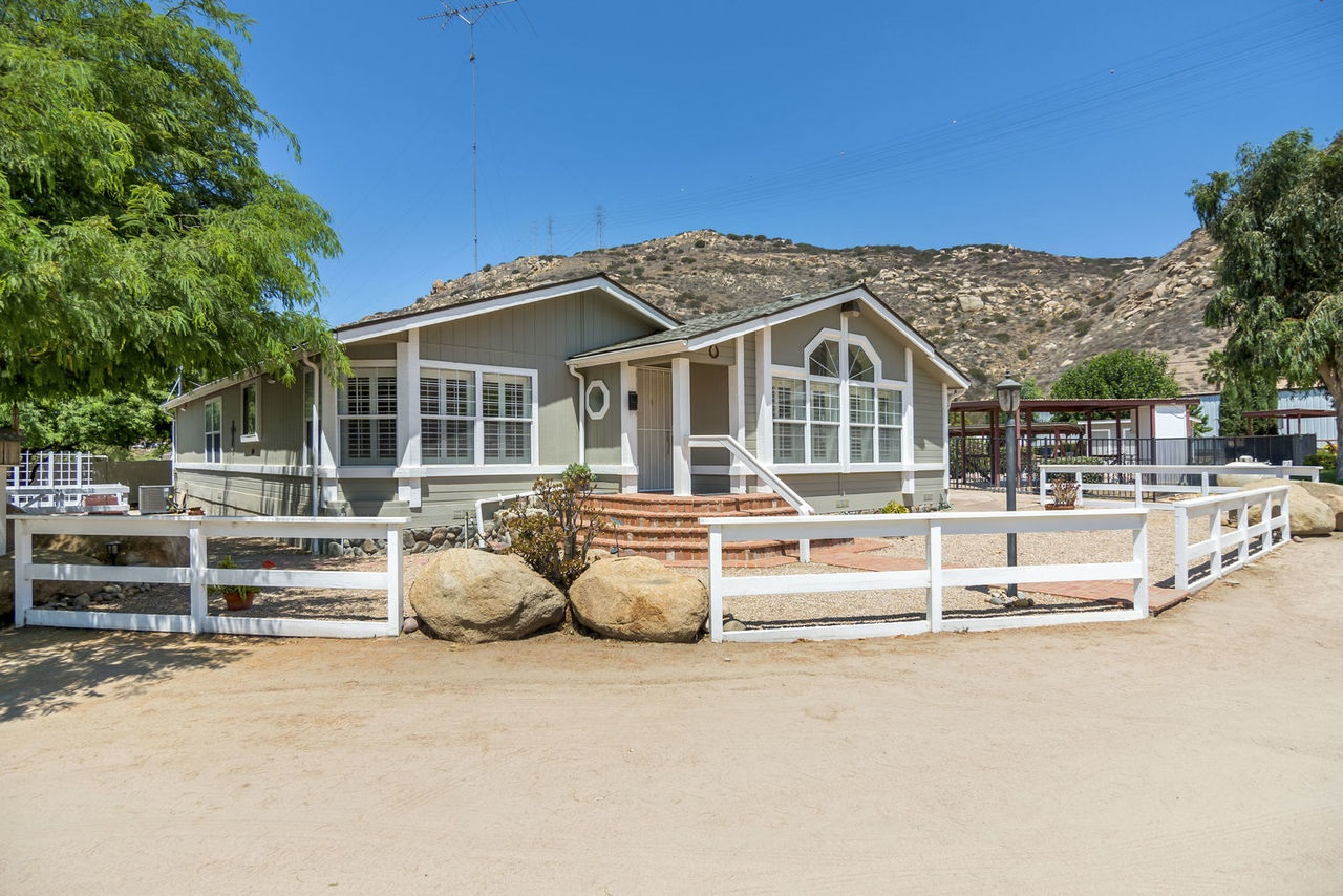 13610 Willow Rd, Lakeside, CA 92040