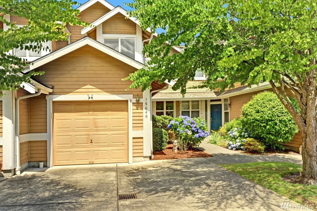 Lovely south-facing townhome within the desirable Rivertrail community. Laminate flooring on main level, slate tile entry, gas fireplace with mantle & transom windows. Updated kitchen with slab granite, tile backsplash & stainless appliances. Family room opens to a private covered patio & lush landscaping. Master bedroom with vaulted ceilings, walk-in closet & 3/4 bath. Incredible location, steps to the Sammamish River Trail. Nearby cinema, restaurants, groceries & conveniences. Minutes to 520!