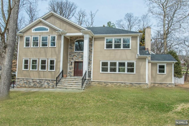 4 Winding Way, North Caldwell, NJ 07006