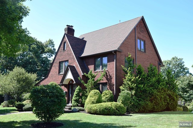 44 Ashton Place, Glen Rock, NJ 07452