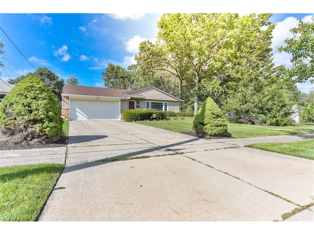6533 Longridge Rd, Mayfield Heights, OH 44124