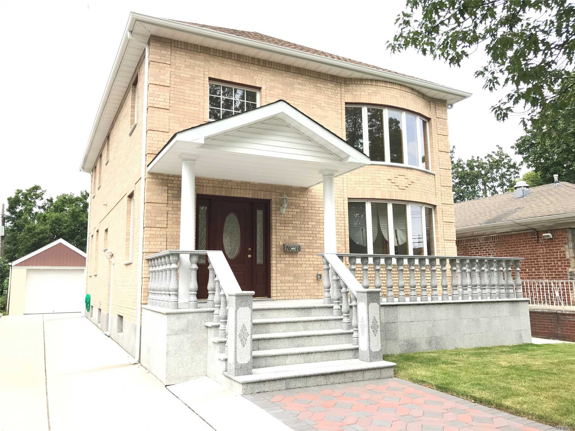Beautiful Large Newly-Built 5 Bedrooms 4 Baths Colonial. Cathedral High-Ceiling Living Room. Custom Built Kitchen. Excellent School District #26. Walk-To Ps 173, Jhs 216 And Francis Lewis Hs. Close To Utopia Pkwy For Bus #30, #31 And #17.