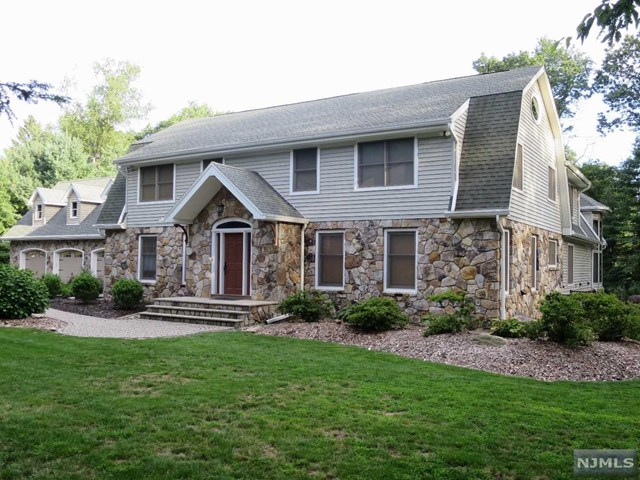 20 Sherwood Lane, Wyckoff, NJ 07481