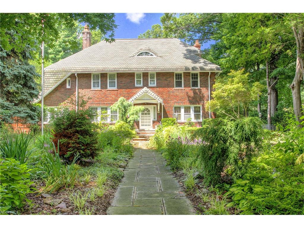 324 Corning Dr, Bratenahl, OH 44108