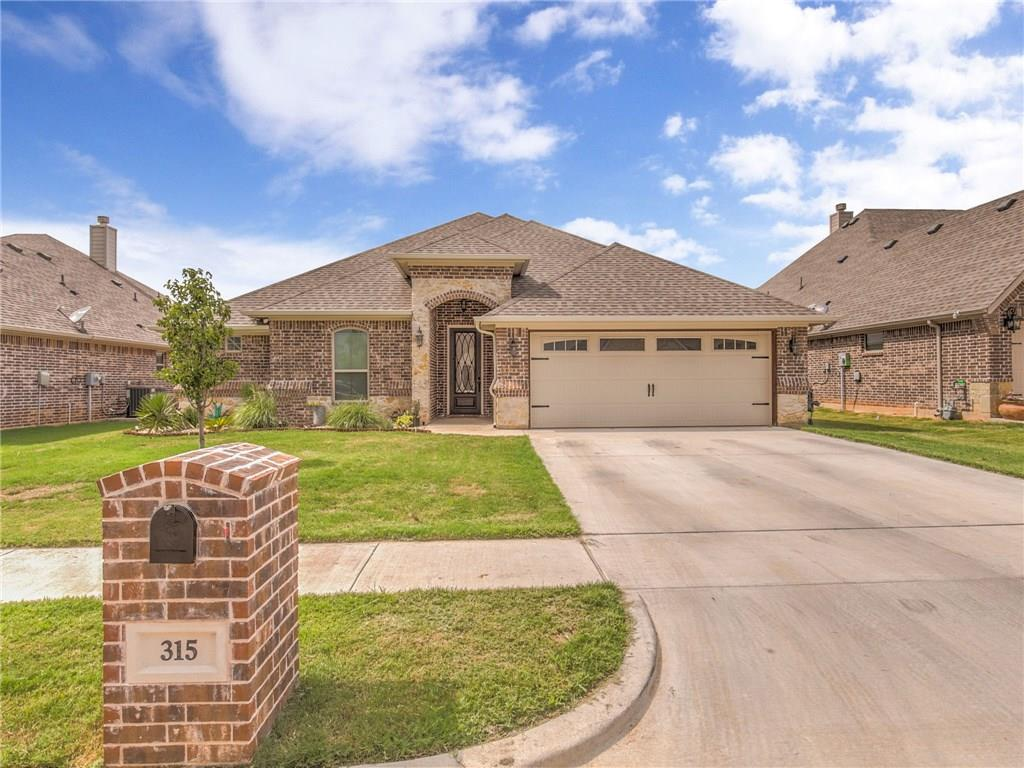 315 Oar Wood Drive, Granbury, TX 76049