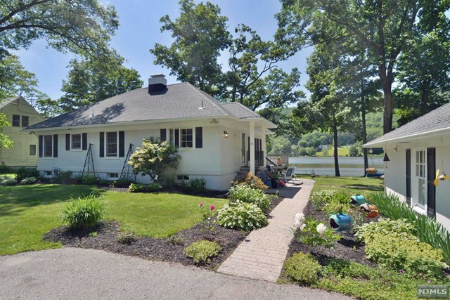 25 Compass Avenue, West Milford, NJ 07480