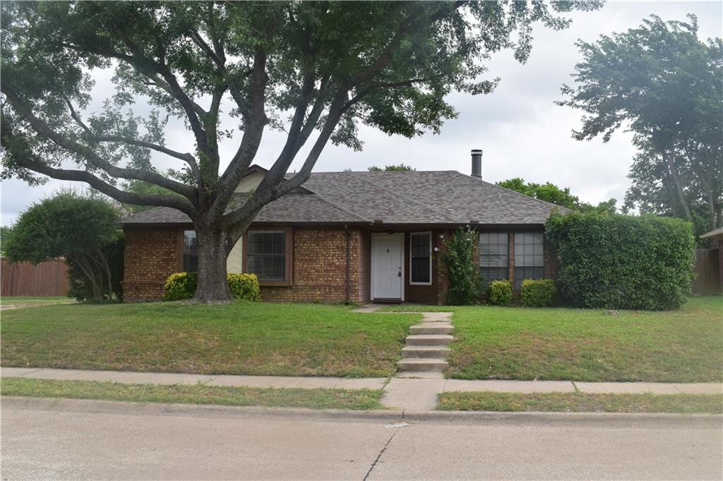 Beautiful 3 bedroom 2 bath home in the heart of Allen. Just minutes away from shops and restaurants. This has a very large fenced in backyard that is perfect for entertaining. You won't want to miss this!