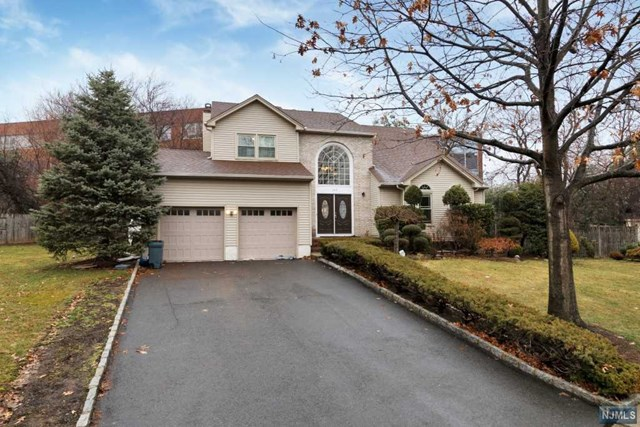 166 Split Rock Road, Paramus, NJ 07652
