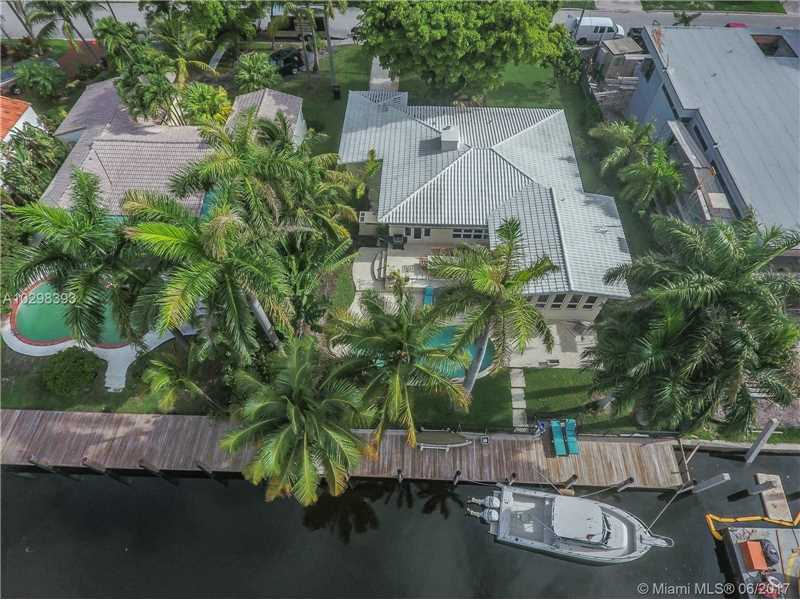Charming Fort Lauderdale 4bd/3bth Florida home, amazing location for boaters.  75' of Waterfront, impact windows and doors, home has a full house generator and outdoor area with pool and nicely landscaped.  Located in the prestigious and highly secured Seven Isles enclave.  Just a short distance to the arts and entertainment district as well as the best restaurants, bars, shopping and the beach.