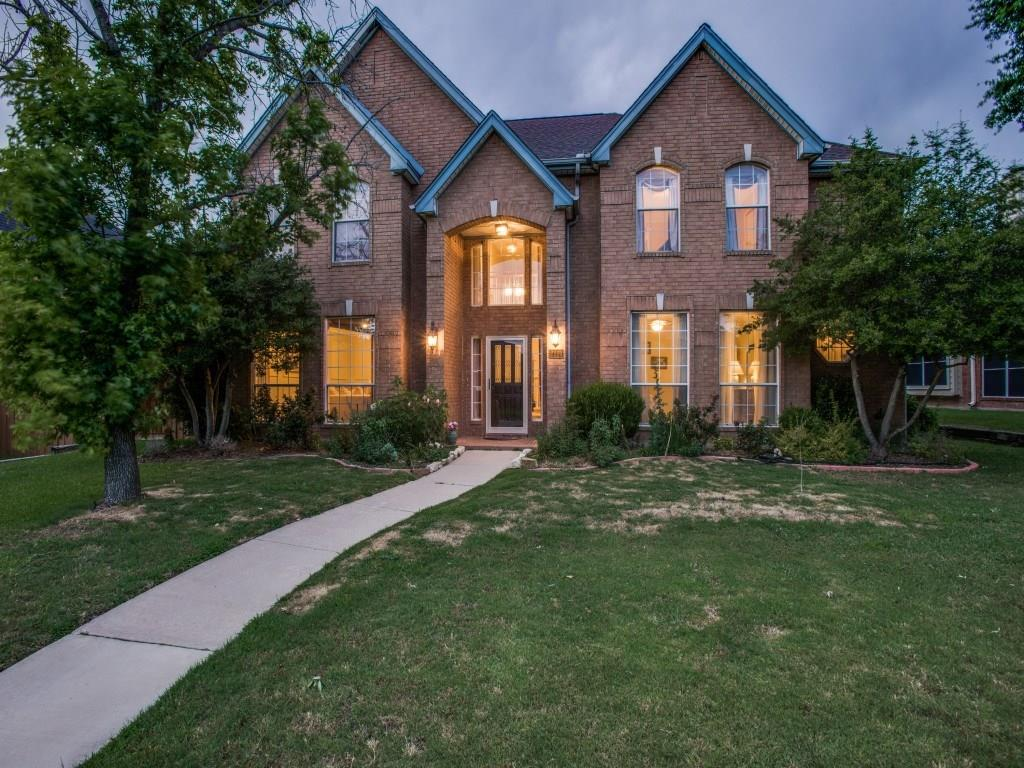 Open floor plan with a great view to the pool from living , breakfast and Kitchen. Fully updated -  wood floors in the living areas, granite countertops, wood like tile in kitchen , tile flooring in all baths.