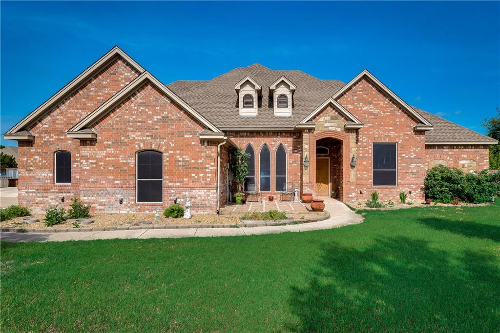 Image of a lovely brick house in Weatherford, Texas