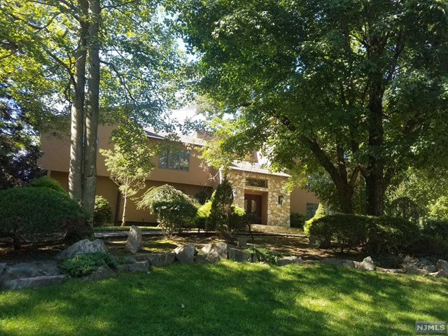 3 Country Club Way, Demarest, NJ 07627