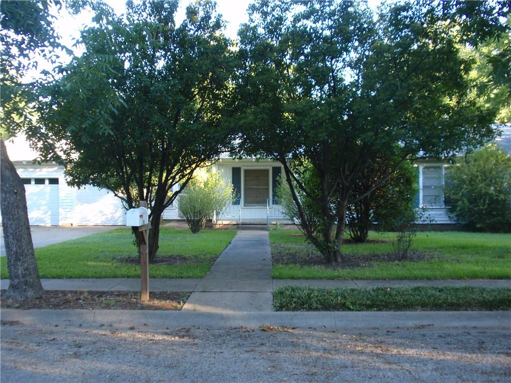 210 Moon Street, Cleburne, TX 76033