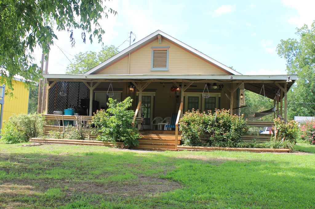 294 Persimmon Ave, Zavalla, TX 75980