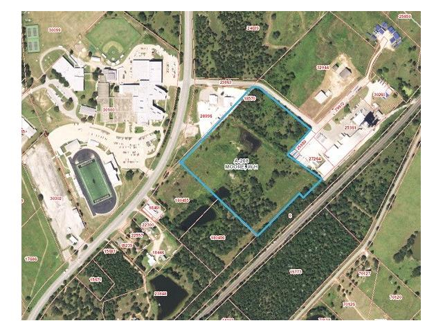 19.845 Acres of wooded undeveloped land. Beautiful Area with Hwy 77 Frontage. Walking distance to Giddings High School. This property would be great for a residential development.