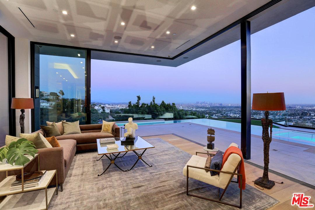 8366 SUNSET VIEW Drive, Los Angeles (City), CA 90069